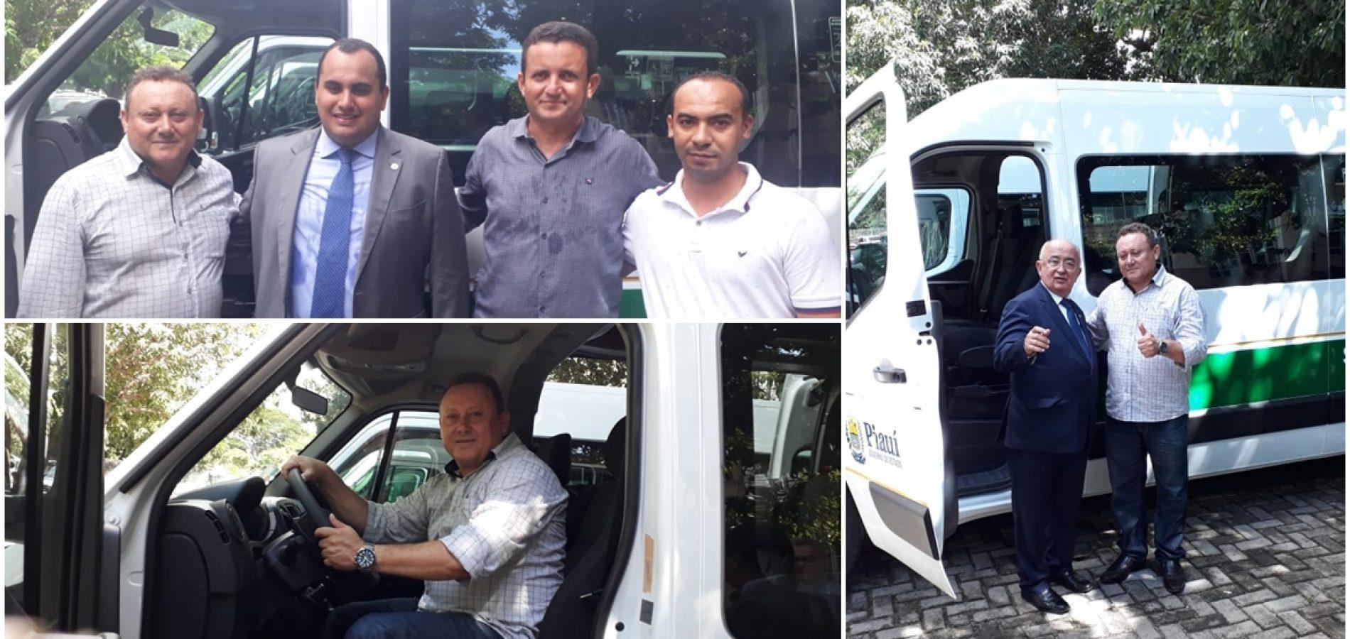 Com emenda de Júlio César, prefeito Edilson Brito adquire van para transporte de pacientes em Vila Nova do PI