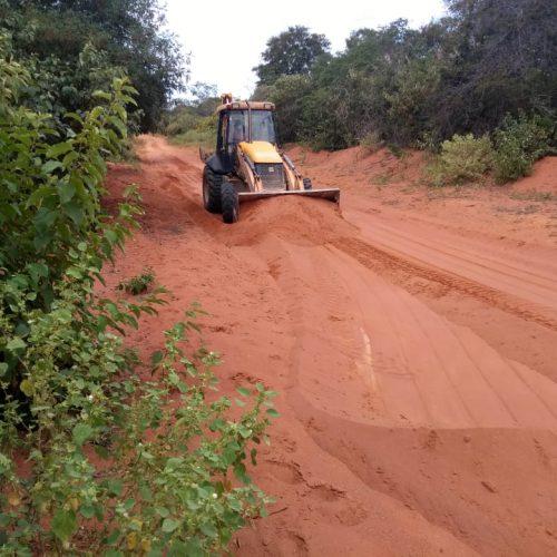 Prefeitura inicia trabalhos de recuperação de estradas vicinais em Patos do Piauí