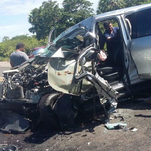 Colisão entre Hilux e caminhão deixa uma pessoa ferida no Piauí
