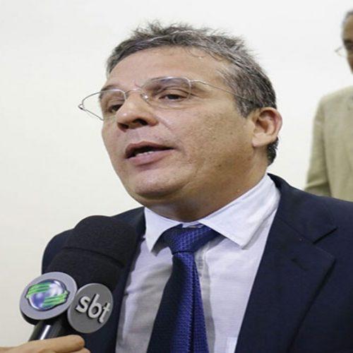Advogado piauiense defende direito dos municípios brasileiros em livro