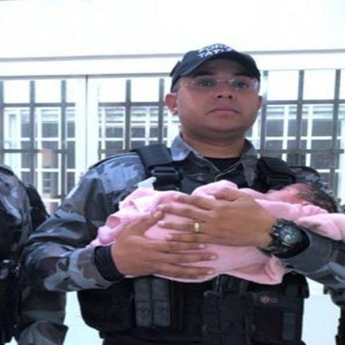 Policiais se emocionam ao relatar caso do bebê abandonado em banheiro