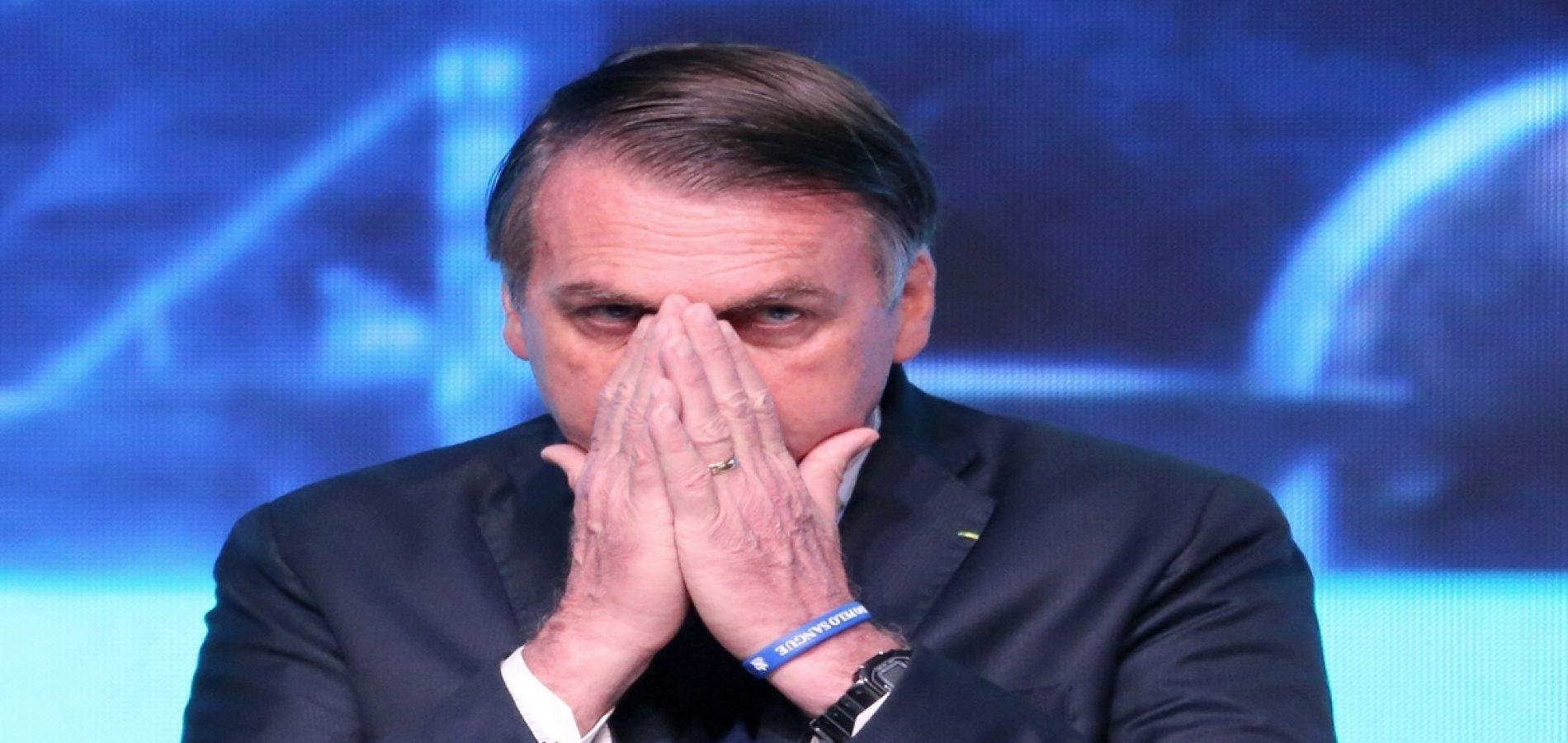"""Bolsonaro distribui texto reconhecendo que """"só tentou e fracassou"""""""