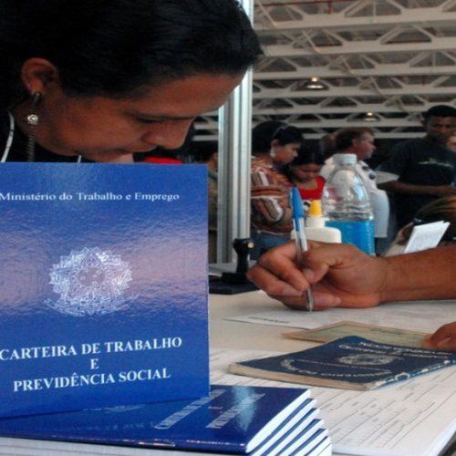 Piauí tem a segunda maior taxa de trabalhadores sem carteira assinada, diz IBGE