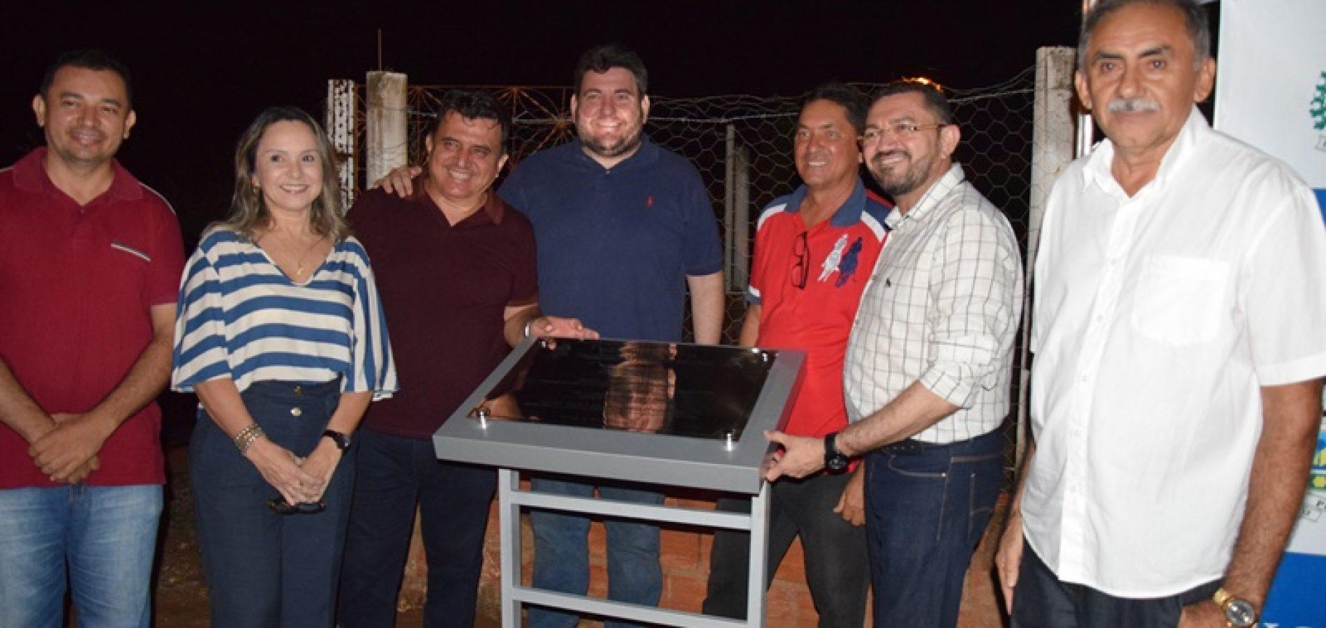 Prefeito faz entrega de calçamento a comunidade Saquinho em Picos