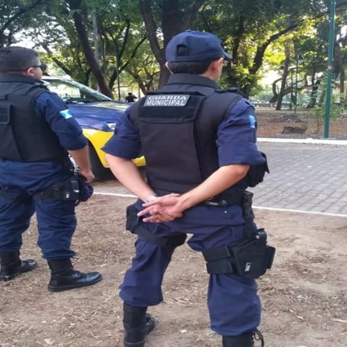 Agente da Guarda Municipal tem arma roubada após ser perseguido por criminosos