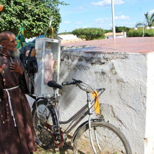 JAICÓS   Em Missão, Frei de Juazeiro da Bahia percorre várias cidades de bicicleta
