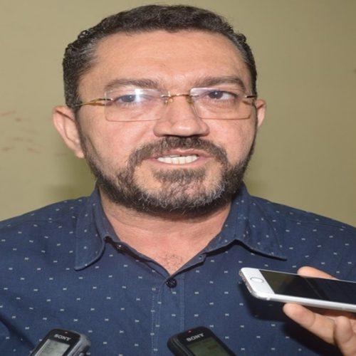 Padre Walmir propõe reajuste salarial aos servidores municipais