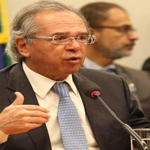 Furar o teto de gastos poderia levar a impeachment de Bolsonaro, diz Guedes