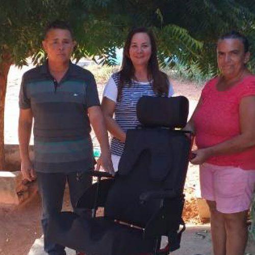 Prefeitura entrega cadeira de roda e de banho para santanenses