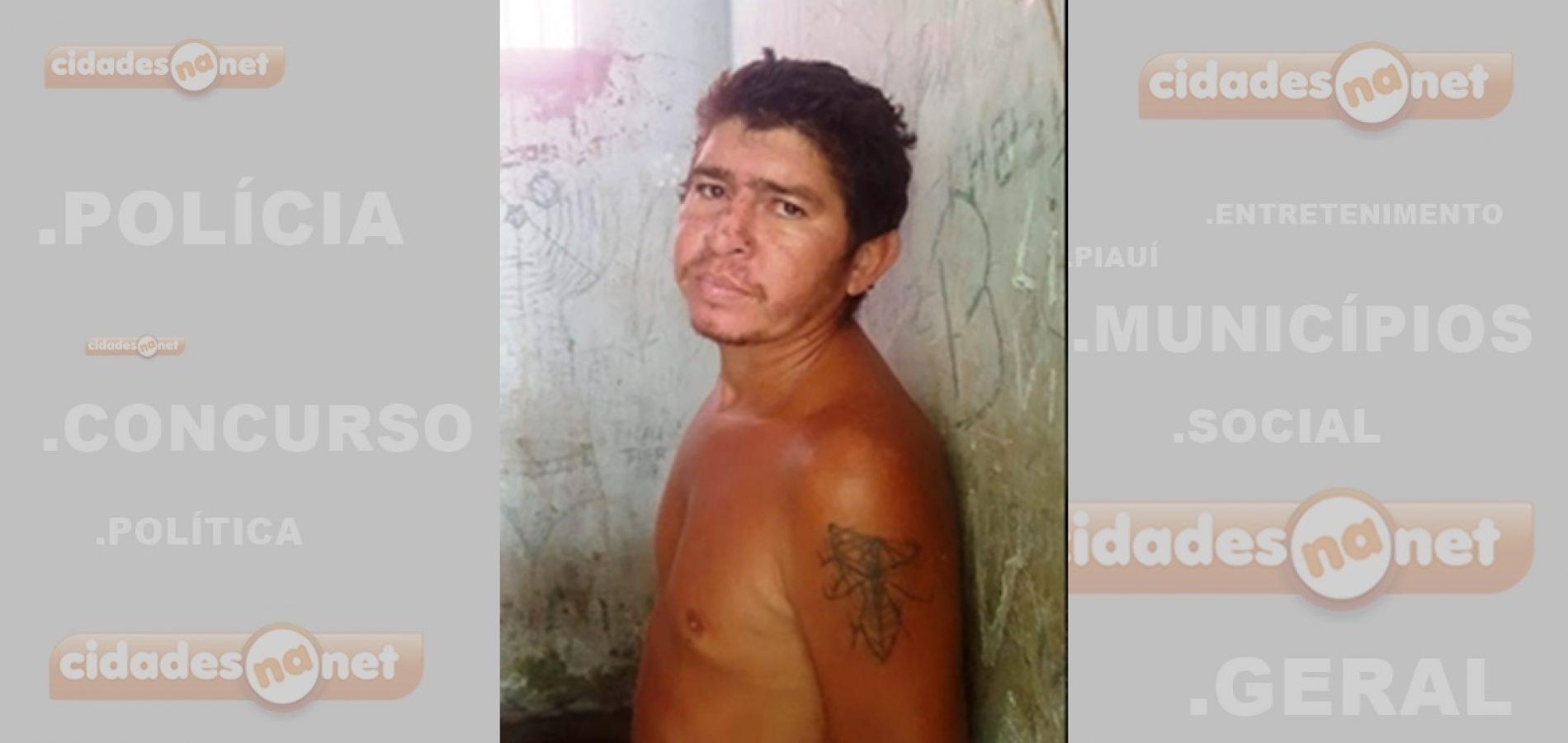Homem é preso após ameaçar a mãe idosa e destruir pertences da casa