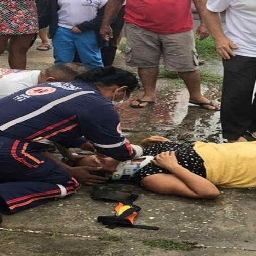Mulher espera por quase três horas, na chuva, para ser atendida pelo Samu