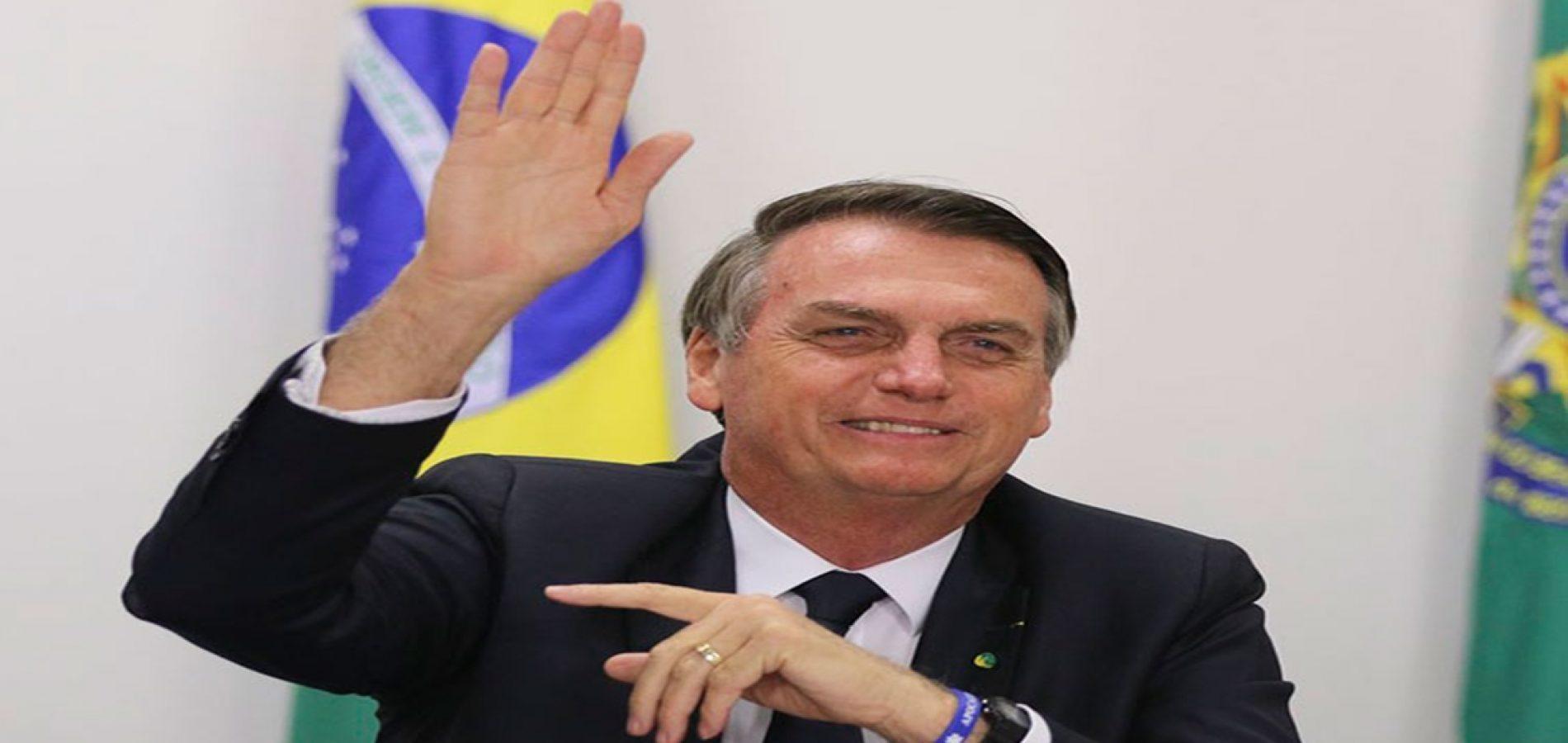 Bolsonaro anuncia R$ 2,5 bilhões da Petrobras para a educação