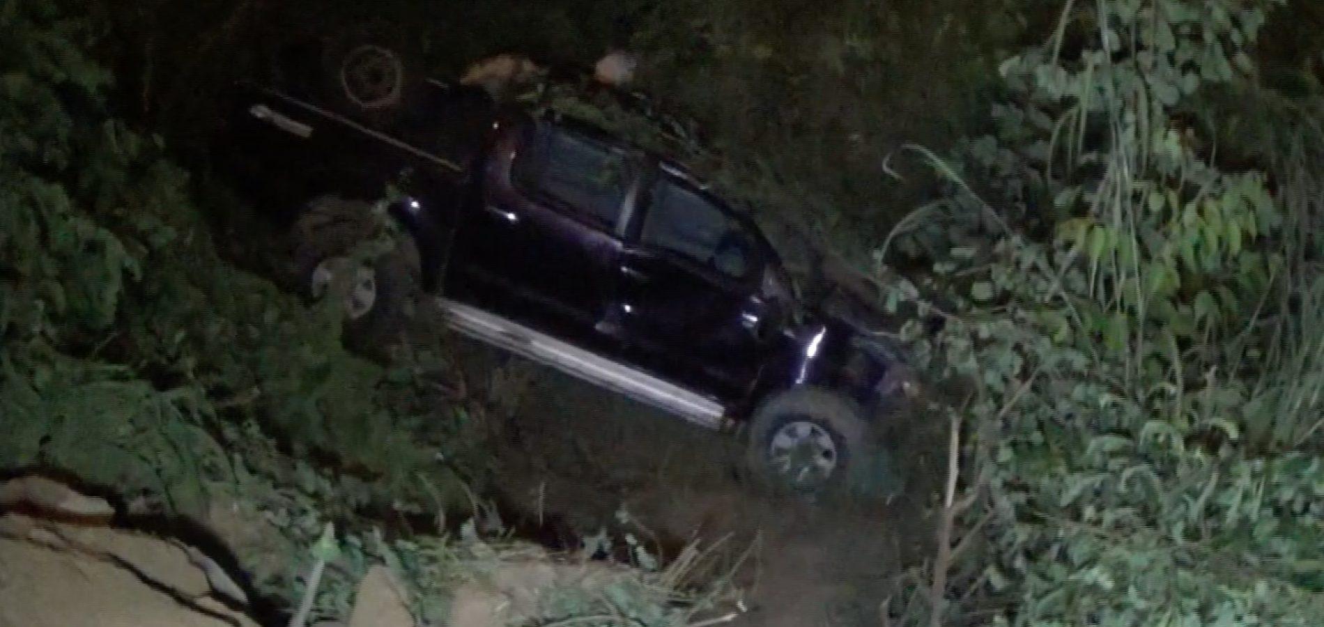 Veículo cai em barranco e deixa quatro pessoas feridas no Piauí