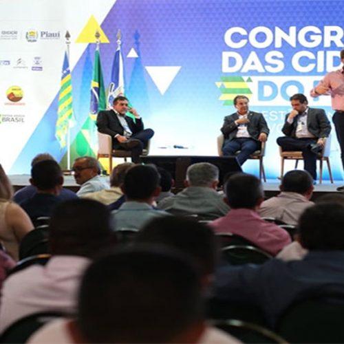 Último dia de Congresso debate desenvolvimento regional e sorteia ambulância