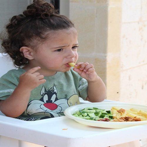 Falar sobre benefícios dos alimentos ajuda a melhorar hábitos de crianças
