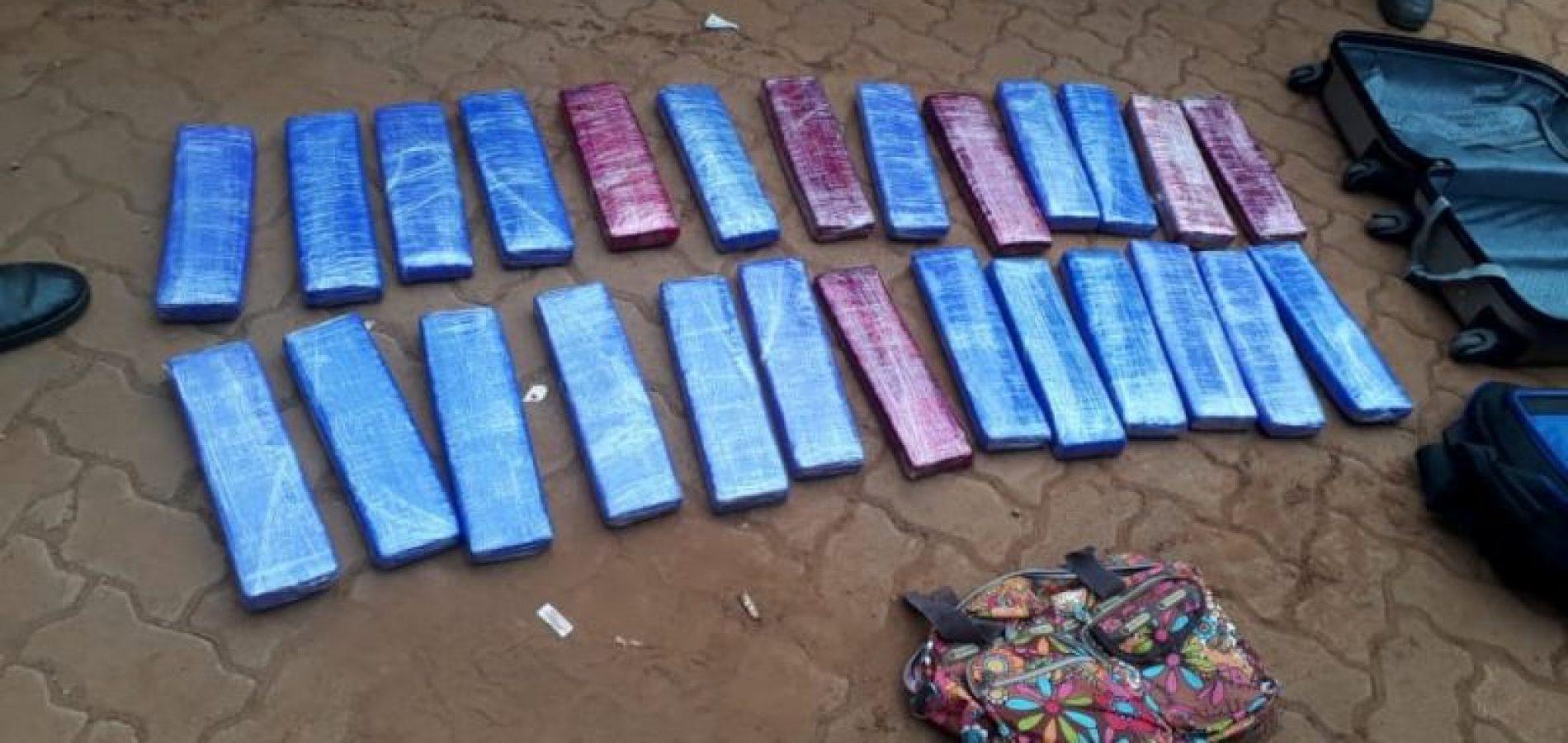 Mulher é presa com drogas na rodoviária de Picos; veja fotos e vídeo