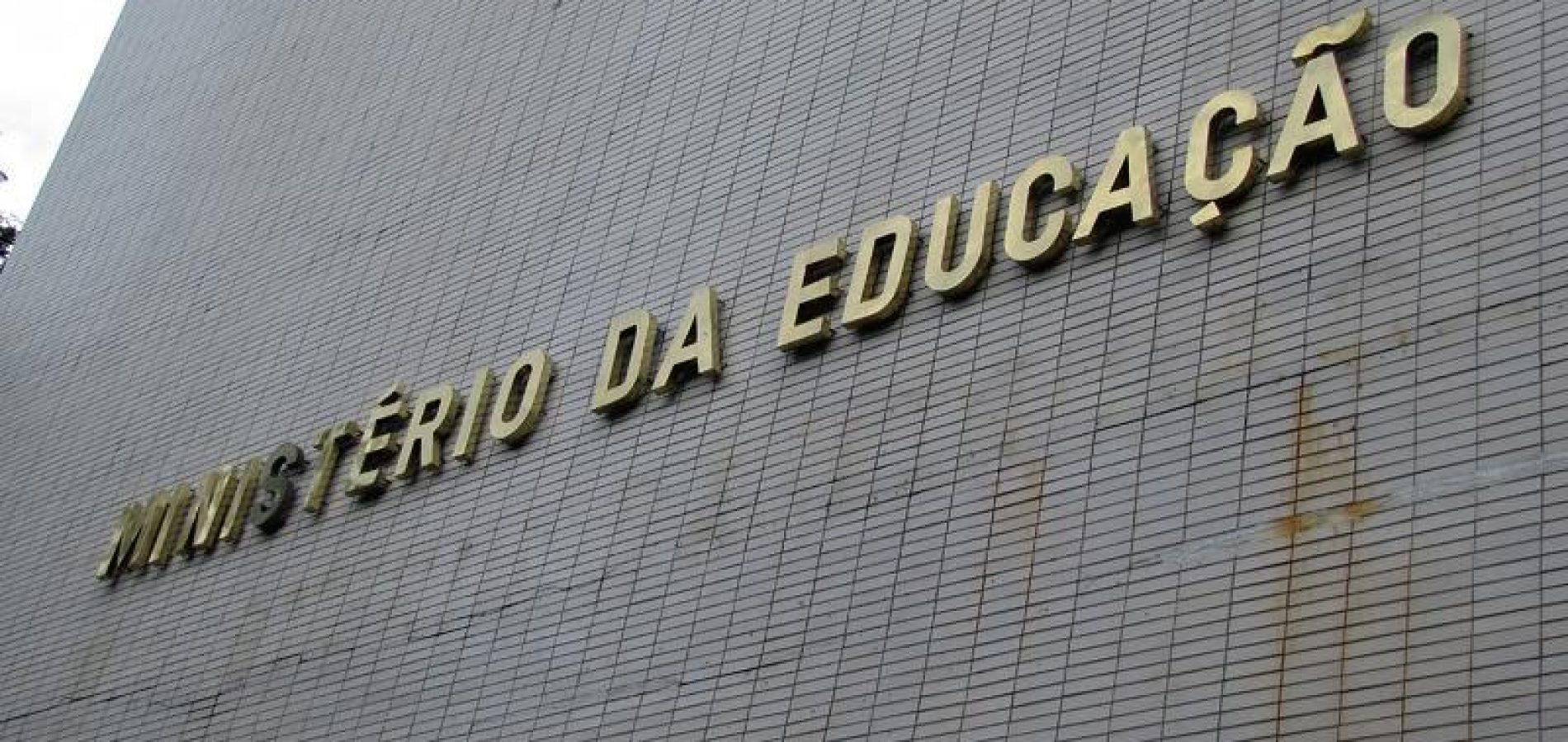 Na contramão do discurso oficial, MEC congela R$ 2,4 bi da educação básica