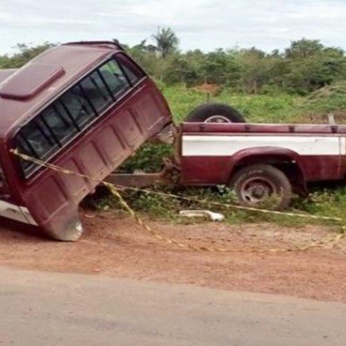 Caminhonete parte ao meio e fica destruída ao colidir com picape no Piauí