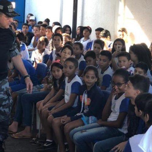 PM faz trabalho de prevenção às drogas e combate à violência nas escolas de Picos