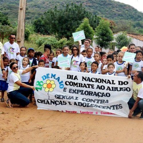 Caminhada contra abuso e exploração de menores é realizada em Santana do PI