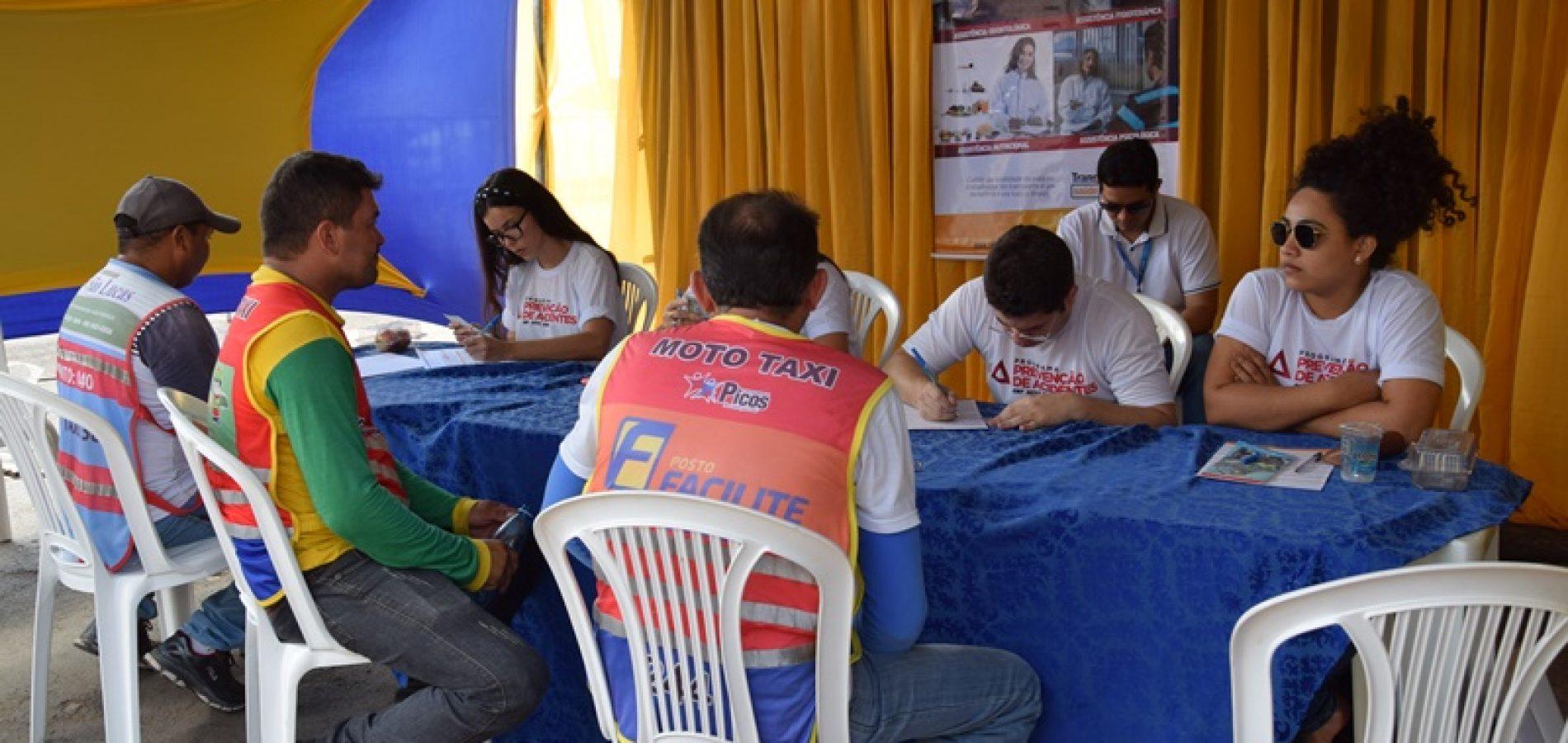 Sest Senat e Saúde promovem dia de ação social para taxistas e mototaxistas em Picos