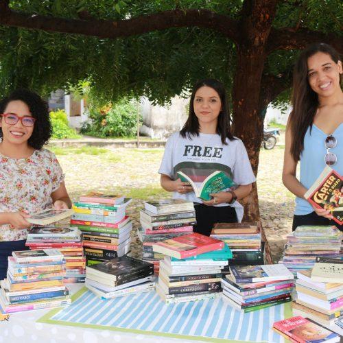 Amigas criam sebo online para vender livros e ajudar animais abandonados