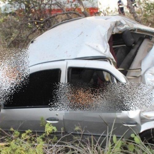 Homem morre e outro fica gravemente ferido após carro colidir contra animal na BR-407 em Acauã