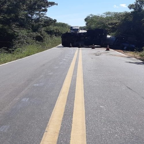 Acidente entre caminhão e moto deixa uma pessoa morta na PI 211