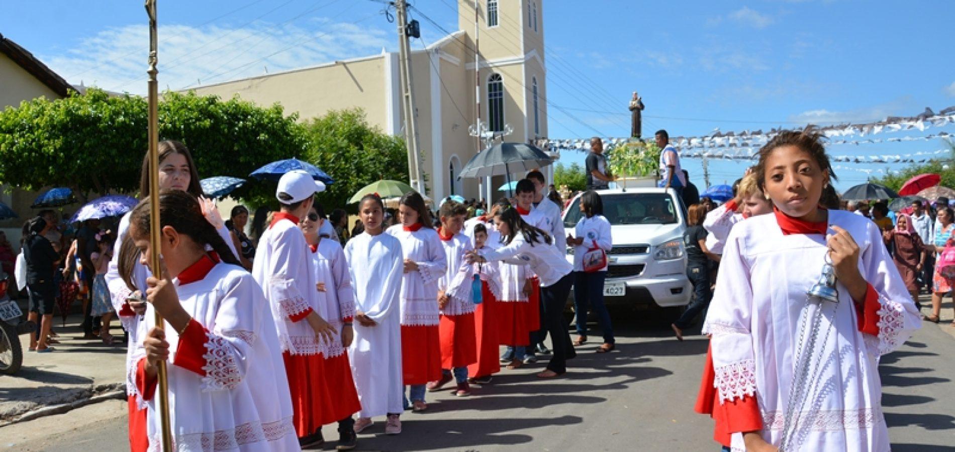 Padre Marcos celebra a 105ª festa de Santo Antônio; veja imagens