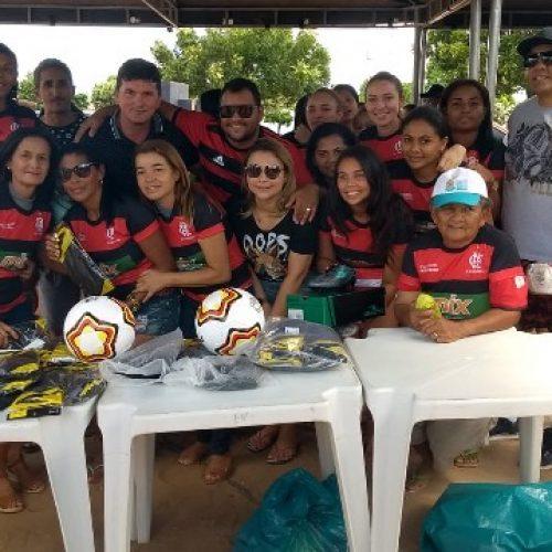 Prefeito Eerculano entrega uniforme à equipe de futebol feminino do povoado Cacimbinha