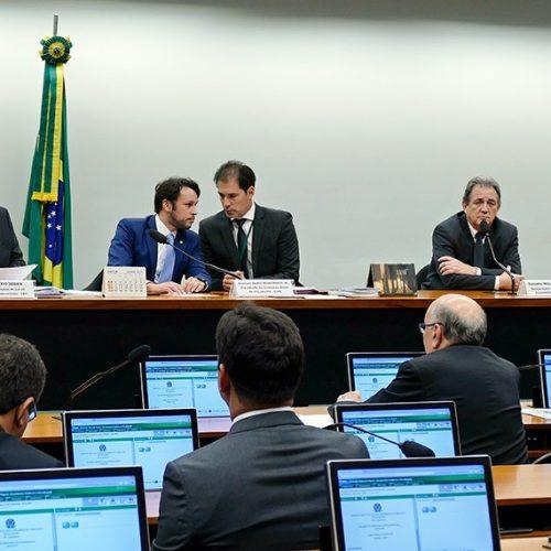 LDO recebe cinco emendas e debate continua nesta quinta-feira