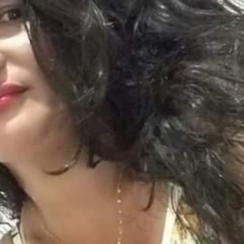 Mulher é morta a facadas dentro de casa pelo marido na frente do neto de 2 anos, diz polícia