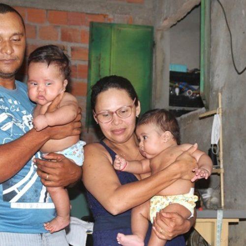 Pais de gêmeos acumulam dívidas após atraso de três meses do salário-maternidade no Piauí