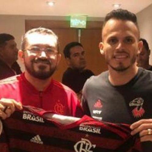 Em viagem a Brasília , Padre Walmir encontra Renê antes do jogo do Flamengo
