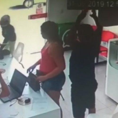 Bandido assalta clientes e vendedores dentro de loja de celulares no Piauí