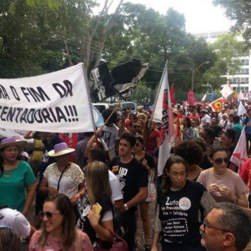 Motoristas de ônibus aderem a greve geral e paralisam atividades em Teresina
