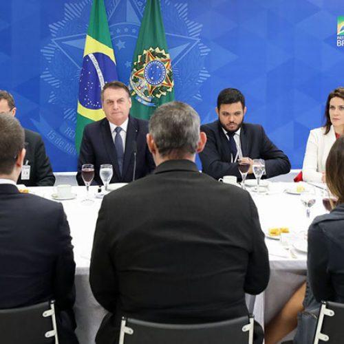 Bolsonaro diz que demitirá presidente dos Correios e que convidou Santos Cruz