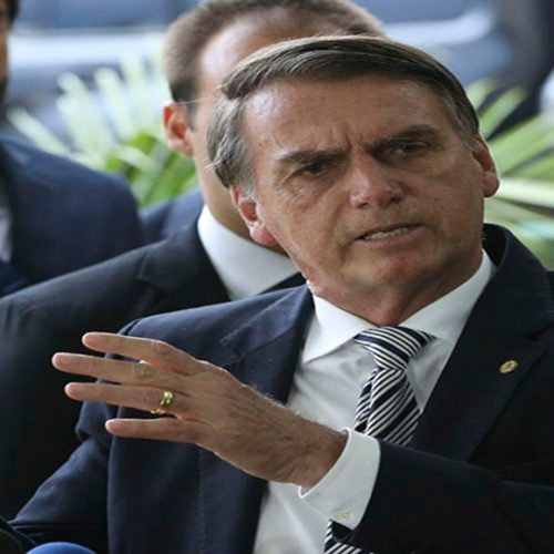 'Não tem quebra de decoro', diz Bolsonaro sobre polêmica com Santa Cruz