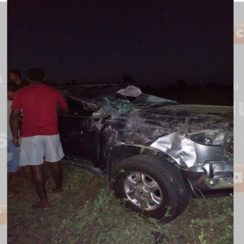 Acidente entre Simões e Marcolândia deixa carro destruído