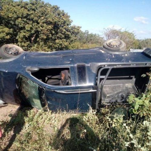 Veículo de ex-prefeita fica destruído após capotamento no Piauí
