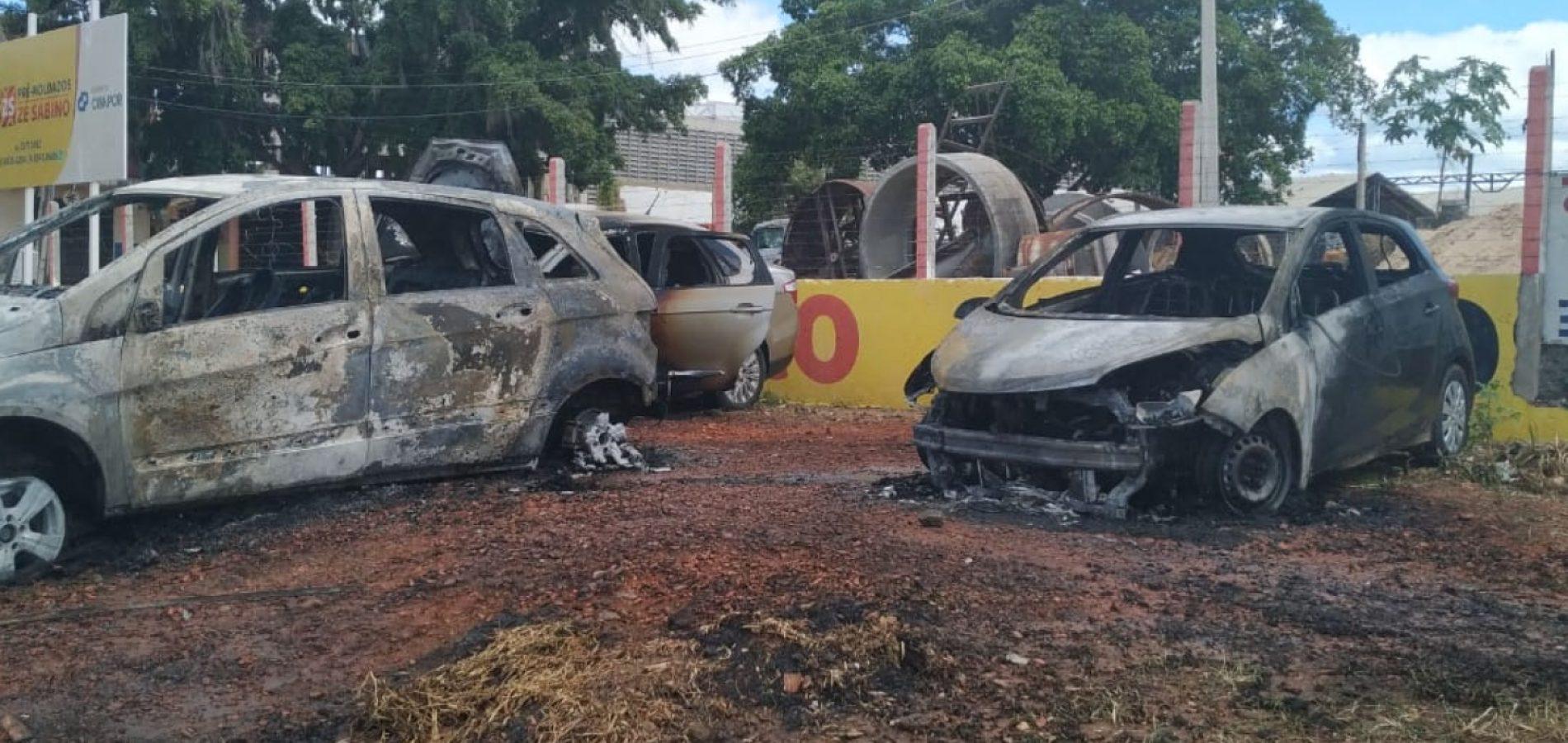 Carros de candidatos ao concurso de Juazeiro do Norte pegam fogo próximo a local de prova