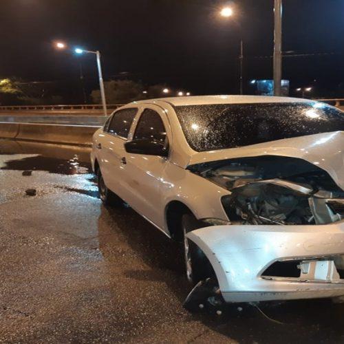 Casal morre ao colidir veículo contra calçada em Teresina