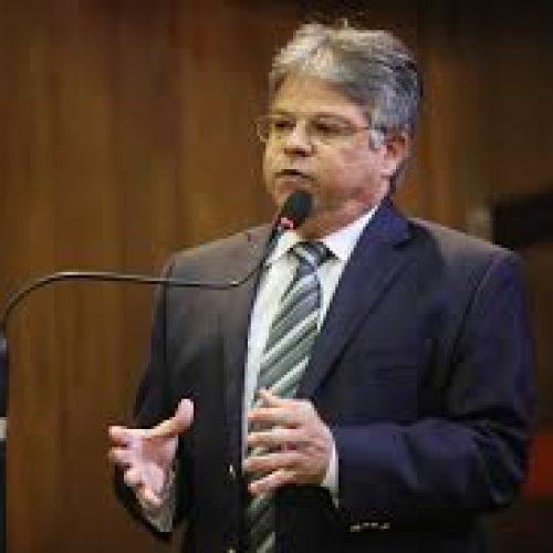 Deputado reclama da incoerência do governador sobre a Previdência