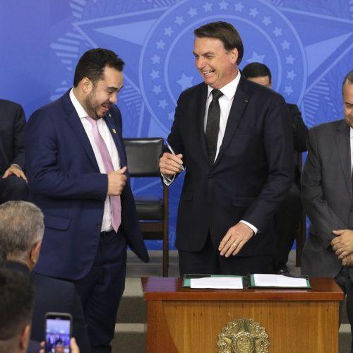 Bolsonaro sanciona lei para combater fraudes em benefícios do INSS