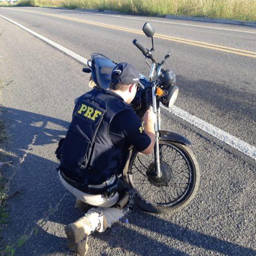 PRF prende mulher com motocicleta roubada há 5 anos no Piauí