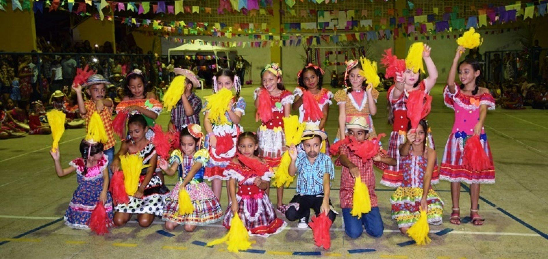 PICOS | Escola Municipal Tia Celeste realiza Noite Junina com apresentações musicais e quadrilhas