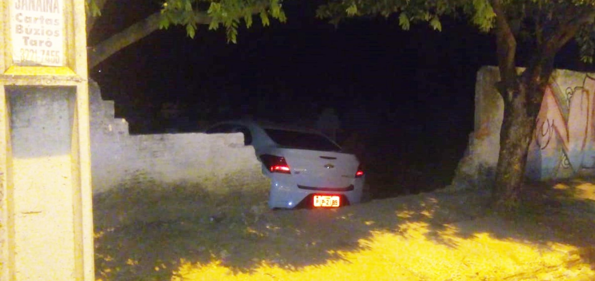 Bandido rouba táxi e invade cemitério durante perseguição no Piauí