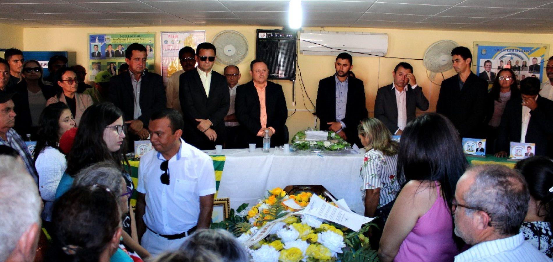 Câmara de vereadores de Vila Nova realiza sessão solene fúnebre ao ex-vereador Chico Pedro Ana