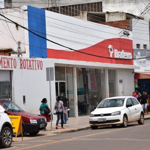 """Mulher cai no golpe da """"saidinha de banco"""" em Picos"""