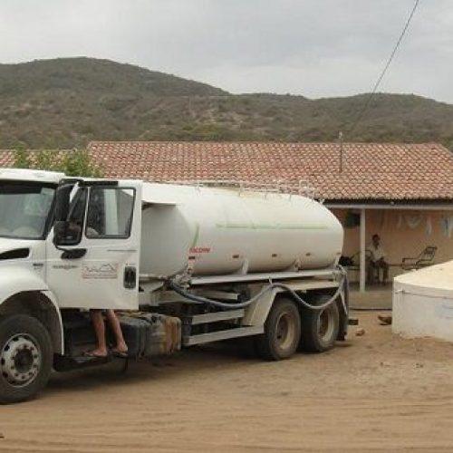 Operação Carro-Pipa abastece famílias santanenses